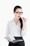 De bedrijfsvrouw die een pen en een notitieboekje houden en flirty ziet vooruit Stock Afbeeldingen