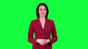 De bedrijfsvrouw gebruikt een virtuele sleutel van de het schermchroma stock videobeelden