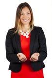 De bedrijfsvrouw houdt open handen, het glimlachen stand Steun en hulpconcept royalty-vrije stock afbeelding