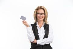 De bedrijfsvrouw isoleerde wit portret als achtergrond Stock Afbeeldingen