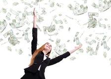 De bedrijfsvrouw kijkt omhoog onder geldregen royalty-vrije stock afbeelding