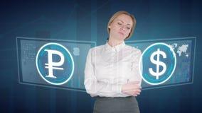 De bedrijfsvrouw maakt een financiële analyse van de aanrakingsschermen Amerikaanse dollar, Roebel stock footage