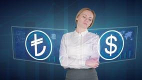 De bedrijfsvrouw maakt een financiële analyse van de aanrakingsschermen dollar Turkse Lire stock footage