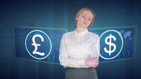 De bedrijfsvrouw maakt financiële analyse van de aanrakingsschermen dollar Brits Pond stock videobeelden