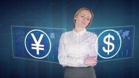 De bedrijfsvrouw maakt financiële analyse van de aanrakingsschermen dollar, JPY, Yen, stock video