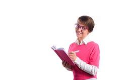 De bedrijfsvrouw met een agenda schrijft in een agenda Stock Fotografie