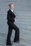 De bedrijfsvrouw op de straat. royalty-vrije stock fotografie