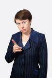 De bedrijfsvrouw schudt vinger Stock Foto