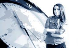 De bedrijfsvrouw van de klok en Stock Foto