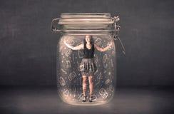 De bedrijfsvrouw ving in glaskruik met hand getrokken media pictogrammen royalty-vrije stock foto's