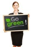 De bedrijfsvrouwenholding gaat groen concept royalty-vrije stock foto's