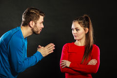 De bedroevende man vrouw van de echtgenoot verontschuldigende verstoorde vrouw stock foto