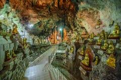 De beelden van Boedha binnen de Pagode Paya, Myanmar van Shwe Umin Stock Afbeelding