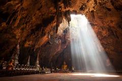 De beelden van Boedha in het Hol van Khao Luang Royalty-vrije Stock Foto
