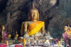 De beelden van Boedha in het Hol van Khao Luang, Phetchaburi-provincie, Thailand Stock Foto's