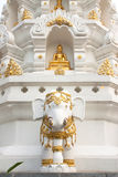 De beelden van de olifant en van Boedha Stock Foto's