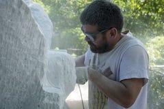 De beeldhouwer op het werk royalty-vrije stock afbeelding