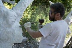 De beeldhouwer op het werk stock foto's
