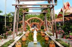 De beeldhouwwerken maakten van de potten in Nong Nooch Stock Foto's