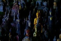 De beeldhouwwerken van Boedha, Pak Ou Caves, Luang Prabang, Laos royalty-vrije stock afbeeldingen