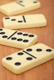 De beenderen van domino's op houten achtergrond sluiten omhoog Royalty-vrije Stock Afbeelding
