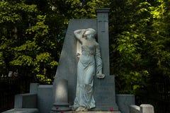 De begraafplaats van Moskou, Rusland/Novodevichy-- wit marmeren standbeeld stock fotografie