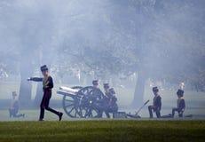 De Begroeting van het Kanon van de verjaardag van de koningin Royalty-vrije Stock Fotografie