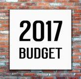 de begroting van 2017 op witte affiche op bakstenen muurachtergrond Stock Foto's