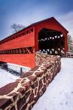 De Behandelde Brug van Sach tijdens de winter, dichtbij Gettysburg, Pennsy stock afbeelding