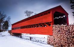 De Behandelde Brug van Sach tijdens de winter, dichtbij Gettysburg, Pennsy Stock Foto