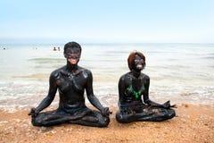 De behandeling van de modder en ontspannende meditatie Stock Foto