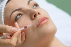 De behandeling van de schoonheid, botox injectie Stock Foto