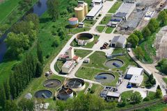 De behandelingsinstallatie van het afvalwater stock afbeelding