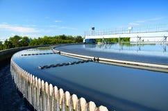 De behandelingsinstallatie van het afvalwater. Stock Afbeelding