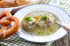 De Beierse soep van de leverbol Royalty-vrije Stock Foto's