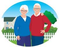 De bejaarde echtgenoot en de vrouw zijn in hun huishouden Stock Fotografie