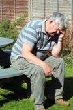 De bejaarde van Worrried Stock Fotografie