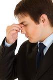 De beklemtoonde vingers van de zakenmanholding bij noseband Stock Afbeeldingen