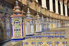 De belade med tegel väggarna av Plaza de Espana Spanien kvadrerar i Seville, Andalusia Royaltyfri Foto