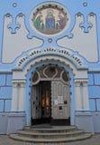 De belangrijkste ingang van art decost Elisabeth kerk in Bratislava royalty-vrije stock fotografie