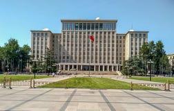 De belangrijkste ingang van de beroemde en prestigieuze Tsinghua-Universiteit royalty-vrije stock fotografie