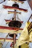 De belangrijkste mast van een varend schip Stock Fotografie