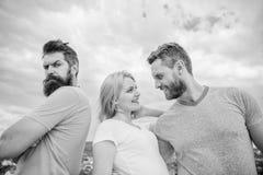 De beledigde partner lijdt nog Paar en verworpen partner Hoe over verbreken voor kerels krijg Geruïneerde verhoudingen royalty-vrije stock fotografie