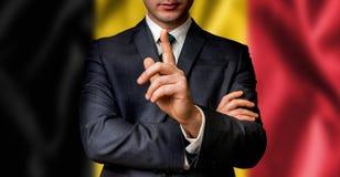 De Belgische kandidaat spreekt aan de mensenmenigte Stock Fotografie