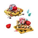 De Belgische wafels met muntbladeren, aardbeien en roomijsballen worden gegoten met aardbei en chocoladestroop Hand Royalty-vrije Stock Afbeeldingen