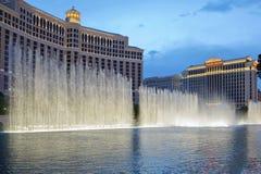 De Bellagio springbrunnarna på nightinen Las Vegas Royaltyfria Bilder