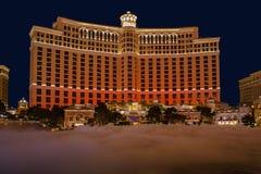 De Bellagio springbrunnarna på nightinen Las Vegas Royaltyfri Fotografi
