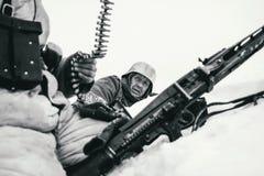 De bemanning van het Wehrmachtmachinegeweer De Zwart-witte foto van Peking, China Stock Afbeeldingen