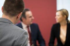 De Bemiddelingsvergadering van zakenmanand businesswoman in royalty-vrije stock fotografie