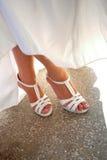 De benen en de schoenen van de bruid Royalty-vrije Stock Afbeelding